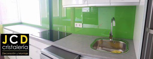 Foto 1 de revestimiento con vidrio de color por Crisalería JCD en Madrid