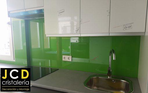 Foto 2 de revestimiento con vidrio de color por Crisalería JCD en Madrid