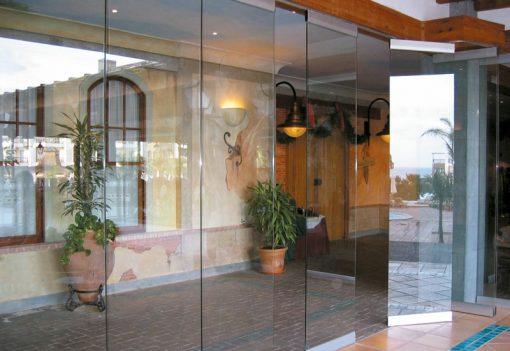 Foto 3 de cerramiento de la marca Saheco, modelo Parking Glass, en cristalería JCD de Madrid
