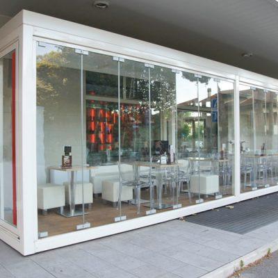 Foto 1 de cerramiento de la marca Saheco, modelo Plicat Glass, en cristalería JCD de Madrid