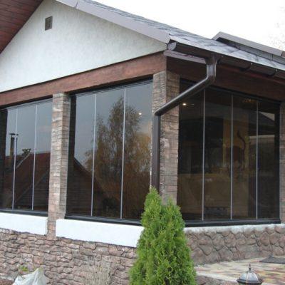 Foto 1 de cortinas de cristal en porche de la marca Todocristal. Cristalería JCD en Madrid